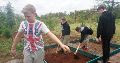 8 young Scouts from Byfield, UK help improve life conditions at the Kibera Scout Office